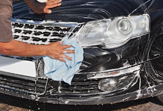 Corte Lavage Auto, votre spécialiste dans toute la Corse - Mousse à la main